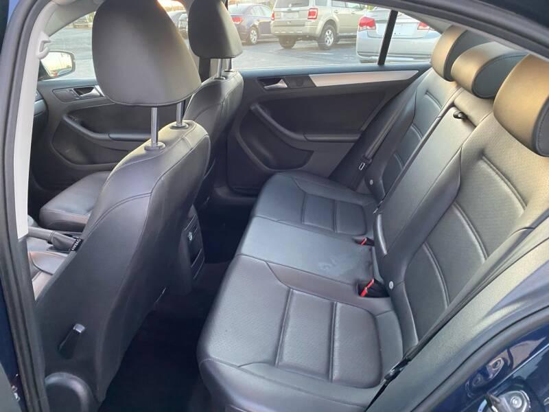2014 Volkswagen Jetta SE PZEV 4dr Sedan 6A w/Connectivity and Sunroof - Fredericksburg PA