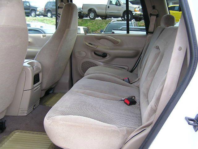 2000 Ford Expedition for sale at Henderson Auto Sales in Poplar Bluff MO
