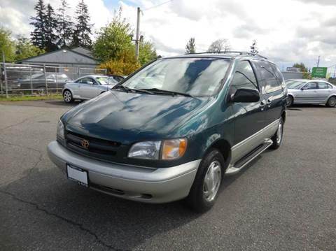1998 Toyota Sienna for sale in Everett, WA