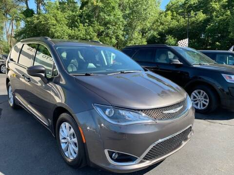 2017 Chrysler Pacifica for sale at Lighthouse Auto Sales in Holland MI