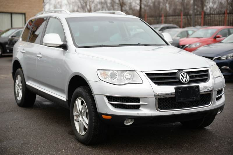 2008 Volkswagen Touareg 2 for sale at Car Source in Detroit MI