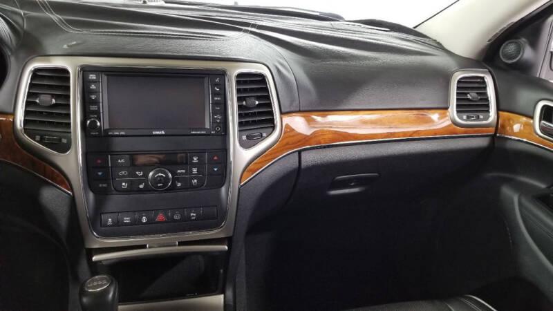 2012 Jeep Grand Cherokee (image 32)
