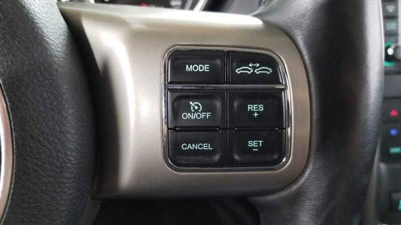 2012 Jeep Grand Cherokee (image 14)
