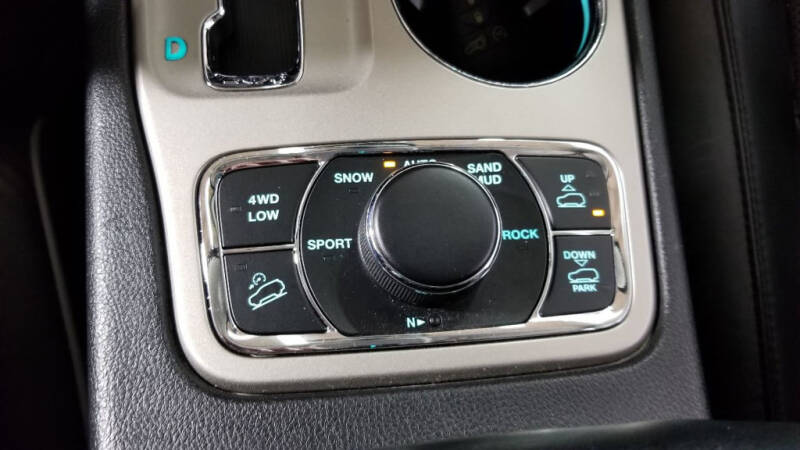 2012 Jeep Grand Cherokee (image 22)