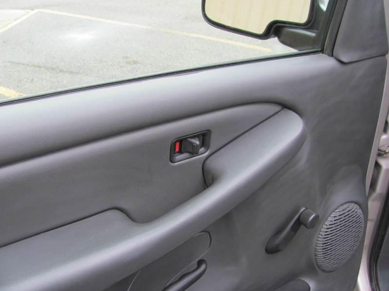 2005 GMC Sierra 1500 2dr Standard Cab 4WD SB - Holland MI