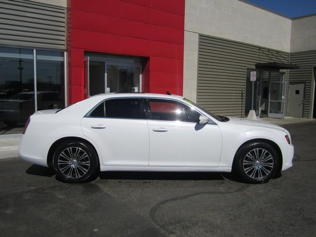 2014 Chrysler 300 AWD S 4dr Sedan - Ferndale MI