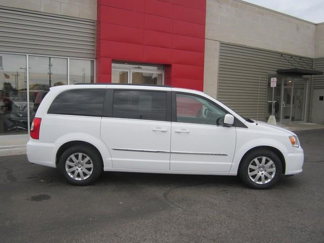 2015 Chrysler Town and Country Touring 4dr Mini-Van - Ferndale MI