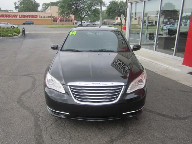 2014 Chrysler 200 Touring 4dr Sedan - Ferndale MI