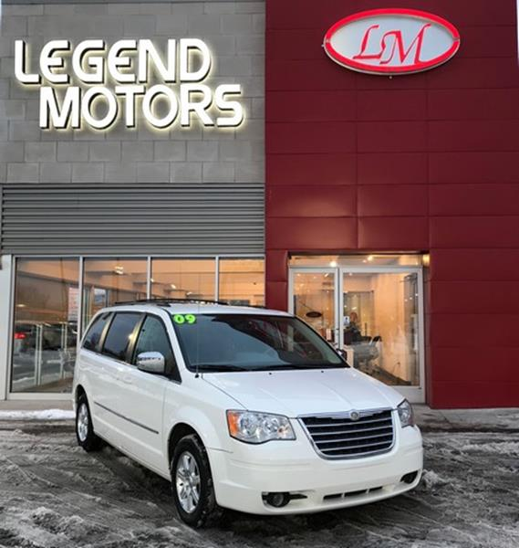 2009 Chrysler Town & Country car for sale in Detroit