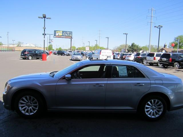 2014 Chrysler 300 4dr Sedan - Ferndale MI