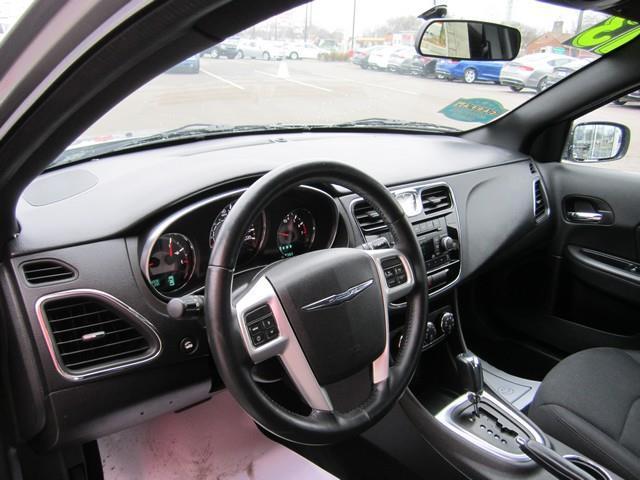 2013 Chrysler 200 Touring 4dr Sedan - Detroit MI