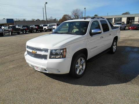 2007 Chevrolet Avalanche for sale at Young's Motor Company Inc. in Benson NC