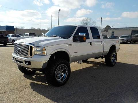 2006 Ford F-250 Super Duty for sale at Young's Motor Company Inc. in Benson NC