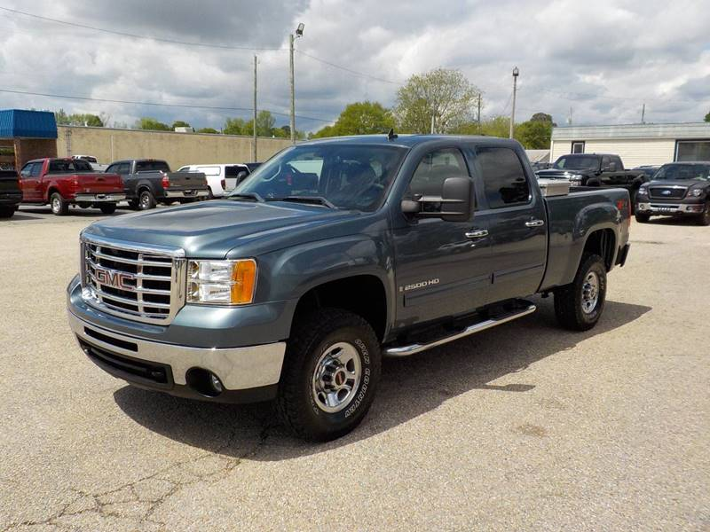 2007 GMC Sierra 2500HD for sale at Young's Motor Company Inc. in Benson NC