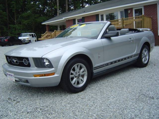 2005 Ford Mustang Deluxe 2dr Convertible - Jacksonville NC