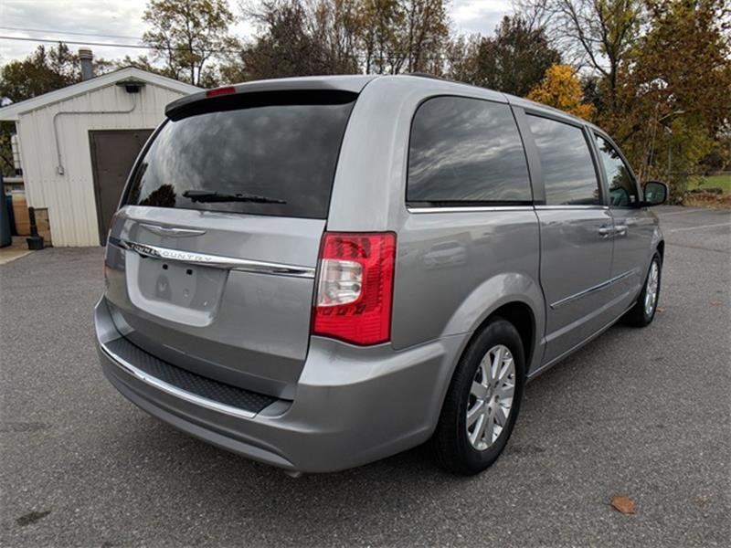 2016 chrysler town and country touring 4dr mini van in frederick md hi lo auto sales. Black Bedroom Furniture Sets. Home Design Ideas