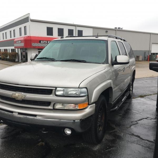 2004 Chevrolet Suburban  Adaptive Cruise Control Bluetooth Connection CD Player Dual Zone A C HID