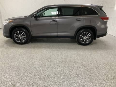 2019 Toyota Highlander for sale at Brothers Auto Sales in Sioux Falls SD