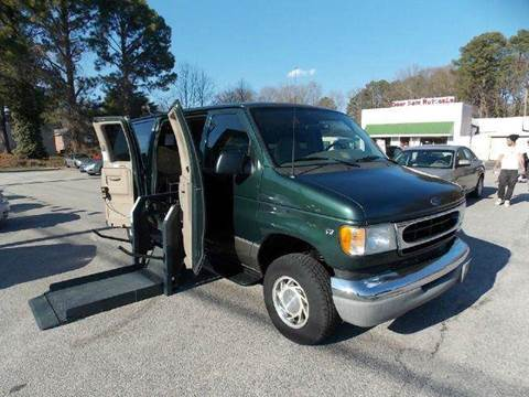 2001 Ford E-Series Wagon for sale at Deer Park Auto Sales Corp in Newport News VA