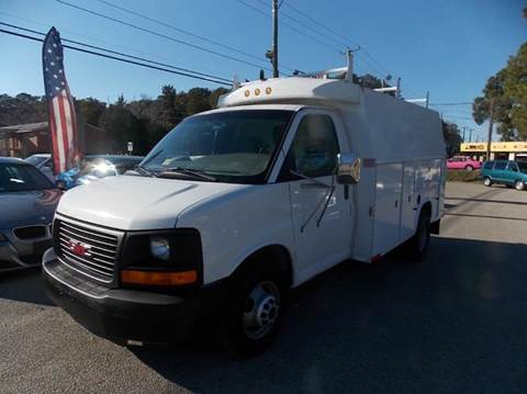2004 GMC Savana Cutaway for sale at Deer Park Auto Sales Corp in Newport News VA