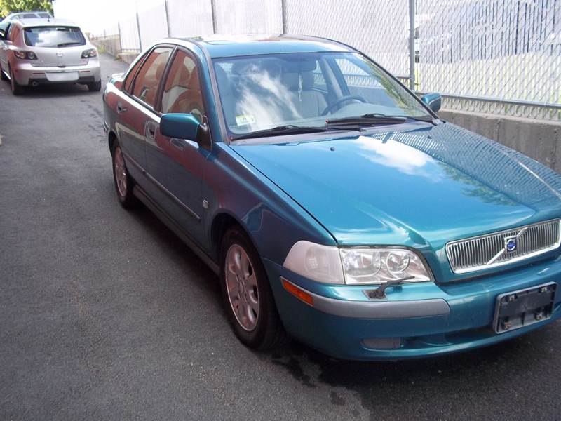2001 Volvo S40 for sale at J & T Auto Sales in Warwick RI