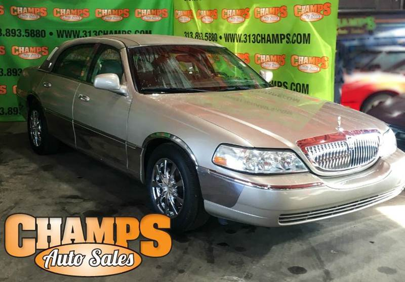2004 Lincoln Town Car car for sale in Detroit