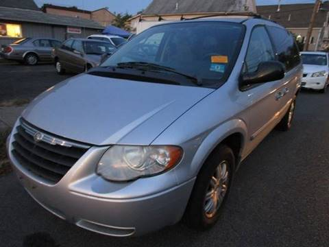 2006 Chrysler Town and Country for sale in West Paterson, NJ