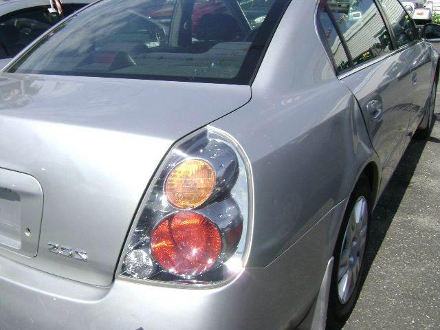2004 Nissan Altima 2.5 SL 4dr Sedan - Central Islip NY