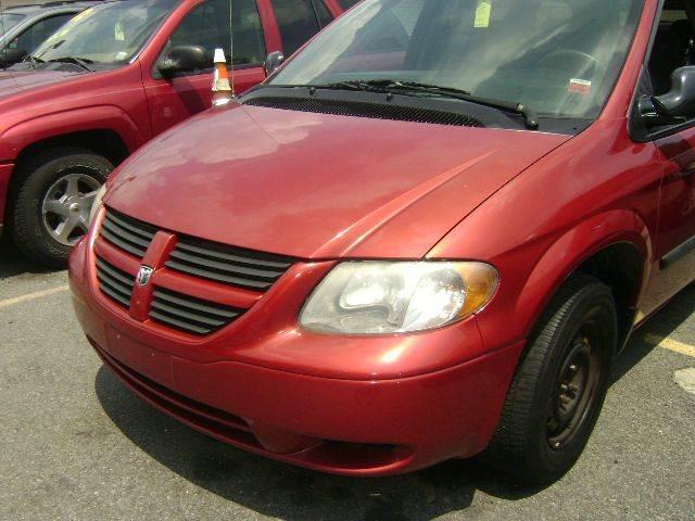 2005 Dodge Grand Caravan SE Plus 4dr Extended Mini-Van - Central Islip NY