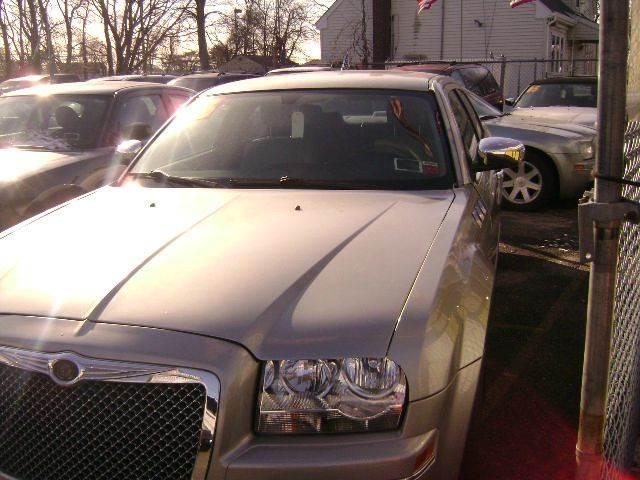 2006 Chrysler 300 Touring 4dr Sedan - Central Islip NY