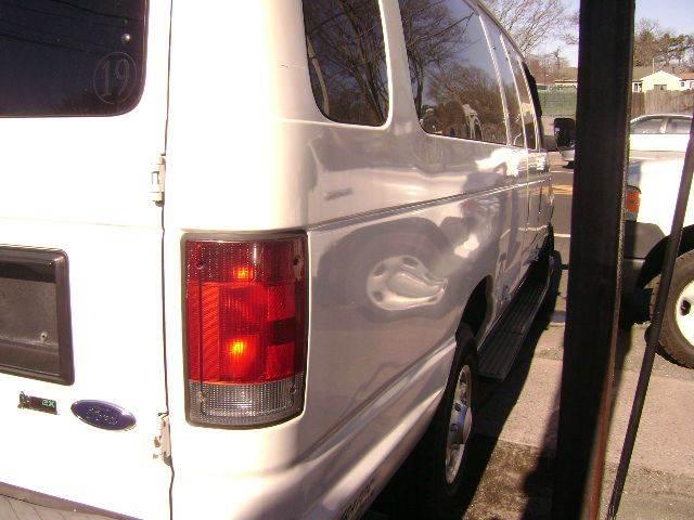 2009 Ford E-Series Wagon E-350 SD XLT 3dr Extended Passenger Van - Central Islip NY