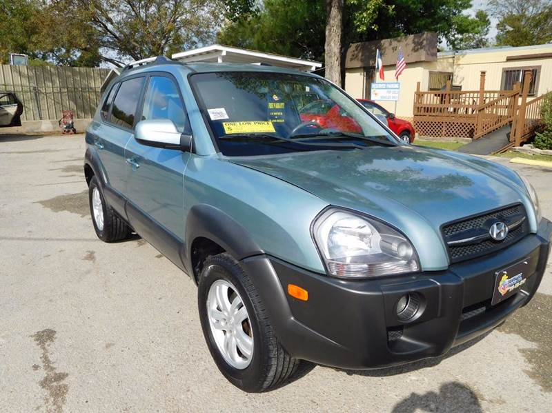 2008 Hyundai Tucson for sale at Midtown Motor Company in San Antonio TX