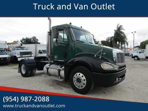 2001 Freightliner Columbia 120 for sale in Hollywood, FL