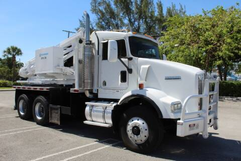 2004 Kenworth T800 for sale at Truck and Van Outlet - Miami in Miami FL