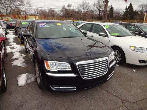 2011 Chrysler 300 for sale in Warren MI