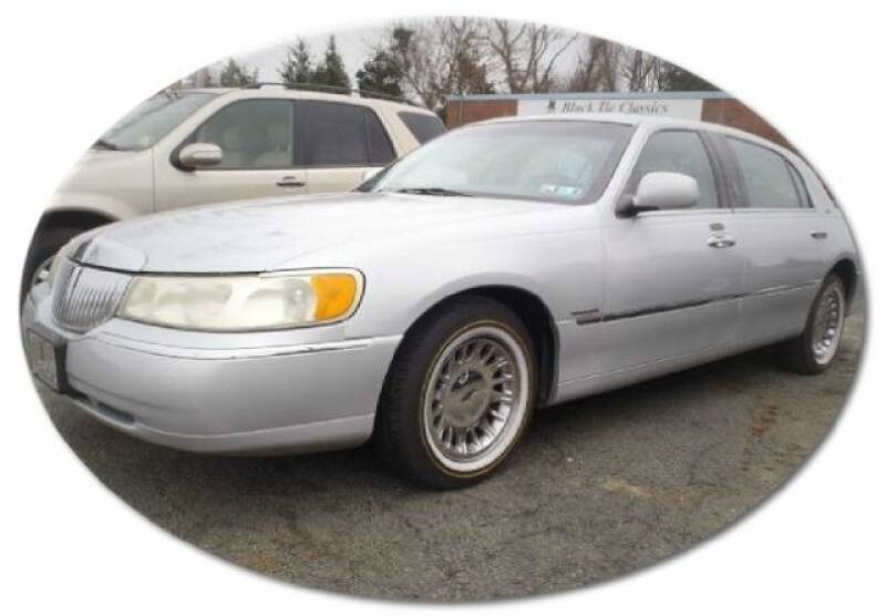 2001 Lincoln Town Car for sale at Black Tie Classics in Stratford NJ