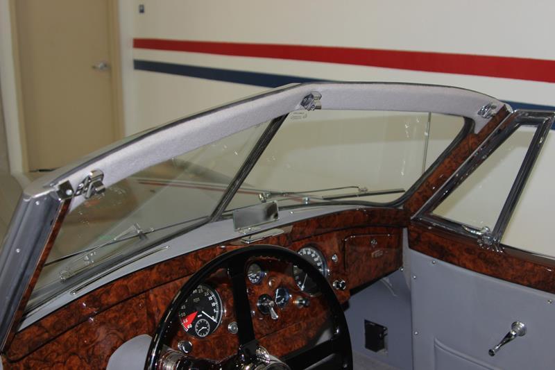1954 Jaguar XK120 28