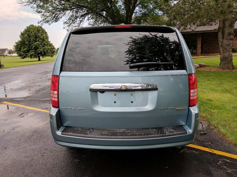 2010 Chrysler Town and Country Touring 4dr Mini-Van - Tremont IL