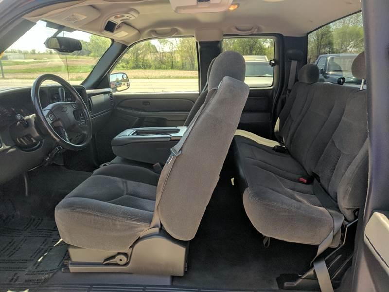 2005 Chevrolet Silverado 2500HD 4dr Extended Cab LS 4WD SB - Tremont IL