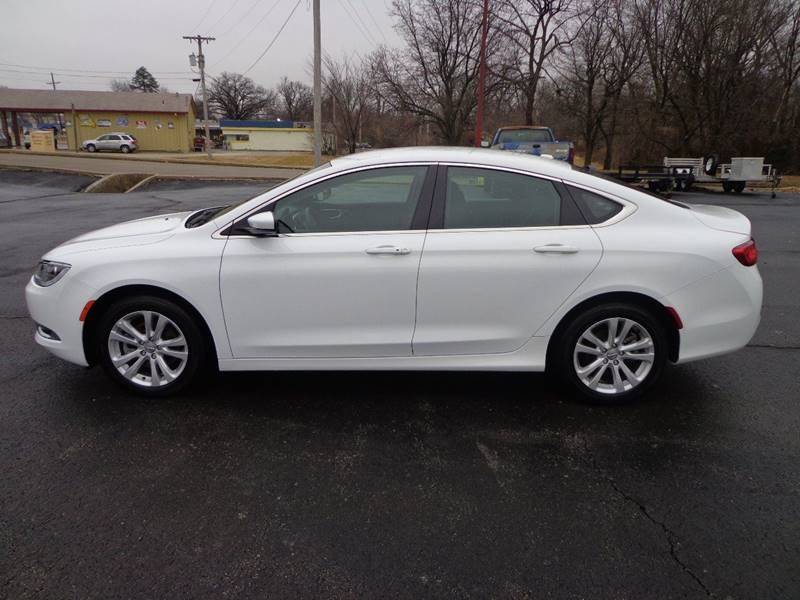 2016 Chrysler 200 Limited 4dr Sedan - Harrisonville MO