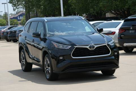 2020 Toyota Highlander for sale at Silver Star Motorcars in Dallas TX