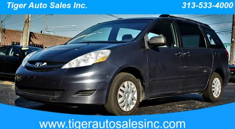2007 Toyota Sienna for sale at TIGER AUTO SALES INC in Redford MI