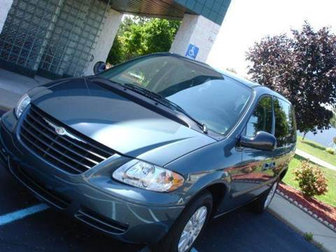 2006 Chrysler Town and Country for sale at TIGER AUTO SALES INC in Redford MI