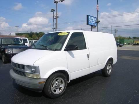 2005 Chevrolet Astro Cargo for sale at TIGER AUTO SALES INC in Redford MI