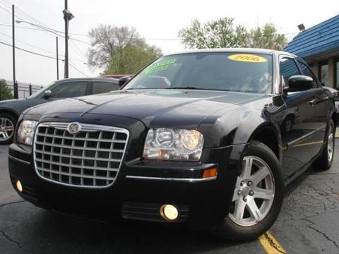 2006 Chrysler 300 for sale at TIGER AUTO SALES INC in Redford MI