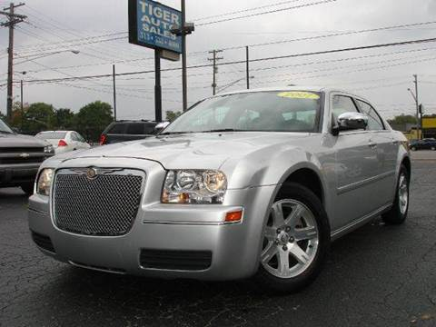 2007 Chrysler 300 for sale at TIGER AUTO SALES INC in Redford MI