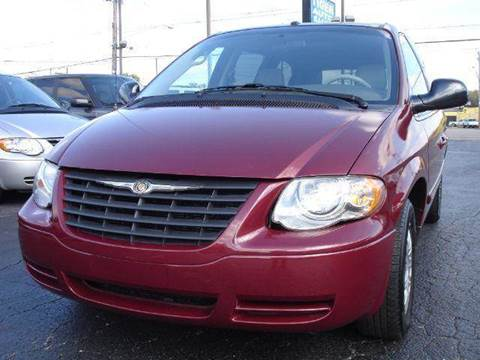 2007 Chrysler Town and Country for sale at TIGER AUTO SALES INC in Redford MI