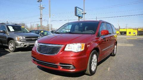 2014 Chrysler Town and Country for sale at TIGER AUTO SALES INC in Redford MI