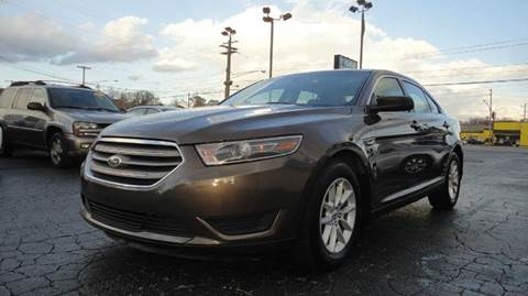 2015 Ford Taurus for sale at TIGER AUTO SALES INC in Redford MI
