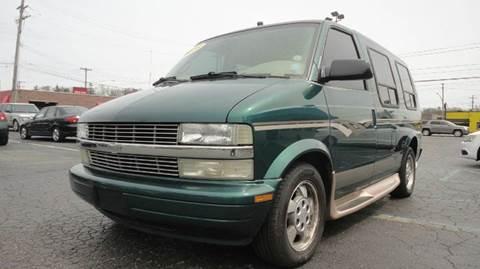 2003 Chevrolet Astro for sale at TIGER AUTO SALES INC in Redford MI